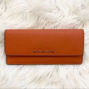 MICHAEL KORS. ORANGE. PETITE WALLET ❤️❤️❤️